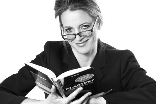 Autorin lächelnd